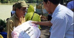 Hành trình cứu trợ người dân vùng lũ Hòa Bình