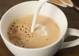Điều gì xảy ra khi bỏ sữa vào trà