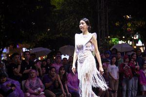 Hoa hậu Hà Kiều Anh, NSƯT Thành Lộc lộng lẫy trên sàn diễn thời trang
