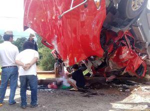 Xe đầu kéo bẹp dúm, tài xế thiệt mạng sau tai nạn