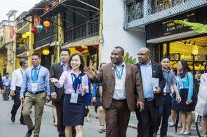 Gần 800 tình nguyện viên, liên lạc viên ra quân phục vụ APEC 2017