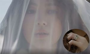 Song Hye Kyo đội khăn voan, đeo nhẫn kim cương chụp hình tại Mỹ