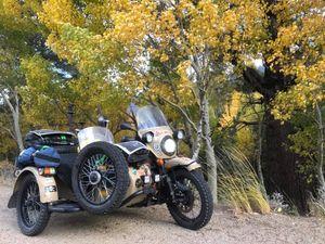 Tín đồ mô tô 3 bánh Ural ở Mỹ tự phá nát xe vì liên tục hỏng