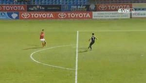 Sai lầm ngớ ngẩn của thủ môn Thanh Hoá