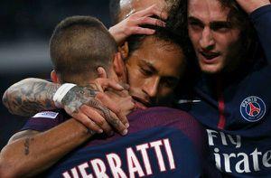 Phá lưới Marseille, Neymar sánh vai Ronaldinho và Ibrahimovic
