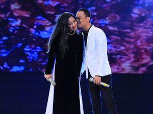 Chế Phong hôn Thanh Thanh Hiền tình tứ trên sân khấu
