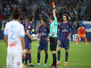 Thuyết âm mưu: Neymar nổi loạn, nhận thẻ đỏ để 'dằn mặt' HLV PSG