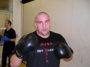 Choáng MMA: Trọng tài ra đòn cao thủ ngăn chặn võ sĩ 'điên'