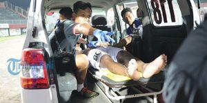 Bị đối phương đấm trộm, cầu thủ U19 Indonesia gãy cổ