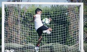 C. Ronaldo hô to khi con trai ghi bàn từ giữa sân