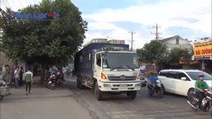 Bình Dương: CSGT truy đuổi tài xế xe tải bỏ chạy sau khi xảy ra tai nạn