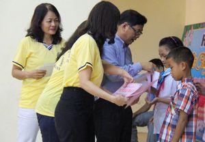 Hội Xuất bản tặng 7.000 đầu sách, 20 suất học bổng cho trẻ em vùng lũ