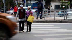 Dân khốn khổ vì nút bấm đèn xin sang đường 'có như không'