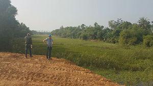 Dân tá hỏa vì chính quyền cho lấp đầm nước để phân lô bán nền