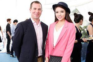 Hoa hậu Kỳ Duyên vui vẻ trò chuyện cùng cháu trai Nữ hoàng Anh