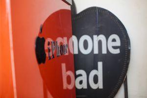 Dỡ bảng hiệu có thể giết chết iPhone xách tay