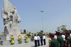 PTT Vương Đình Huệ dâng hương tưởng niệm đồng chí Phan Đăng Lưu