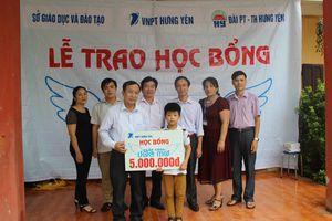 VNPT trao học bổng cho học sinh nghèo vượt khó tại Hưng Yên