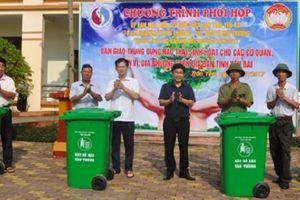 Yên Bái: Bàn giao 80 thùng rác sinh hoạt cho huyện Trấn Yên
