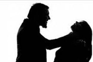 Nữ tiếp viên karaoke bị bạn trai bóp cổ trong khách sạn