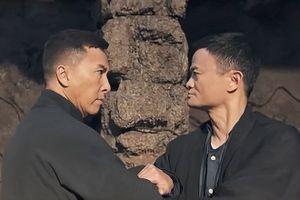 Tỷ phú Jack Ma đấu tay đôi với Ngô Kinh, Chân Tử Đan