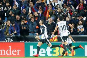 Trọng tài quyết 'phá', Barcelona suýt trắng tay ở Mestalla