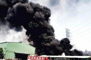 Cháy lớn dưới đường điện cao thế, toàn TP Vũng Tàu mất điện