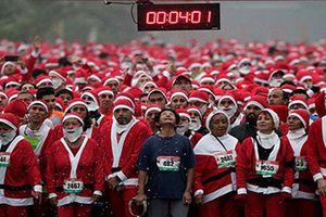 Ông già Noel khắp thế giới bận bịu dịp Giáng sinh