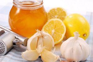 Chẳng cần thuốc kháng sinh, kết hợp tỏi với mật ong theo cách này, từ giờ khỏi lo ốm vặt