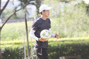 Xuất hiện 'hot boy nhặt bóng' đốn tim fan nữ tại giải bóng đá sinh viên TP.HCM - Vinaphone Cup