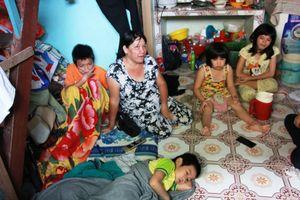 Mẹ nuôi 11 người con không có tiền đón 2 con về: TT bảo trợ nói gì?