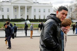 Nổ súng tự sát trước Nhà Trắng