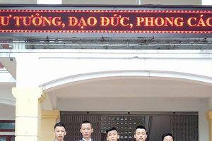 Hà Tĩnh : 5 nam sinh tìm người để trả lại gần 15 triệu đồng nhặt được