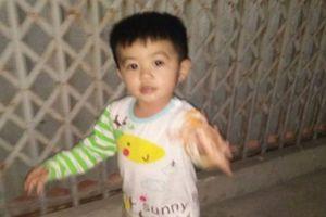 Bé trai 3 tuổi nghi bị người lạ có tiền sử thần kinh bắt giữ