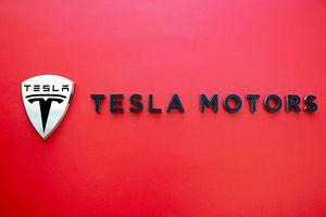 Đế chế Tesla đang trên bờ vực sụp đổ