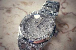 Sắm đồng hồ 2 tỷ, Mai Phương Thúy khẳng định đẳng cấp hoa hậu hàng hiệu