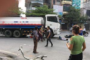 Xe bồn chở xăng va chạm với xe máy, vợ chết tại chỗ, chồng nhập viện cấp cứu