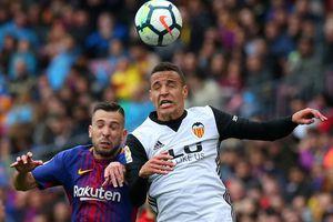 Chia tay sớm Champions League, Barcelona lập kỷ lục La Liga