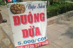 Cấm mặc cấm, đuông dừa vẫn bày bán vô tư trên vỉa hè