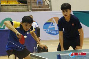 Xem các tay vợt tranh tài tại Giải bóng bàn Đại hội TDTT Hà Tĩnh