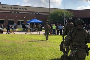 Hoa Kỳ: Xả súng trong trường học ở Texas, 10 người chết, sát thủ bị bắt