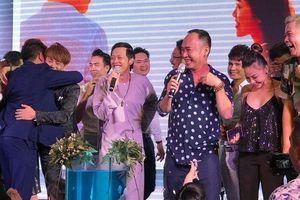 Lần hiếm hoi Hoài Linh vừa hát vừa nhảy, quậy tưng bừng trên sân khấu