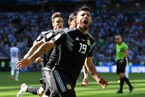 Aguero: 'Messi cũng chỉ là con người'