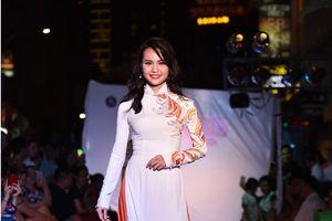 Miss cộng đồng Thanh Trúc thướt tha trong BST áo dài của NTK Nhật Huy