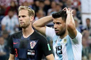 Nóng: 'Đâm sau lưng' thầy, Aguero và thủ môn bị trừng phạt nặng