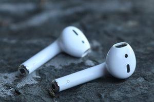 Case tai nghe không dây AirPods có thể sạc pin cho iPhone?
