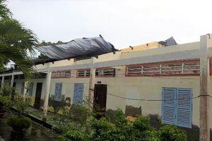 Cà Mau: Lốc xoáy khiến sập mái 6 nhà dân và 3 phòng học