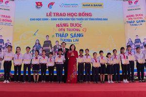 Nam A Bank: Trao gần 150 học bổng cho học sinh, sinh viên dân tộc thiểu số Đồng Nai