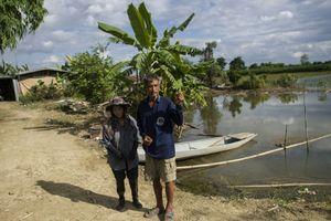Để cứu đội bóng mắc kẹt trong hang, nông dân Thái Lan chấp nhận mất mùa