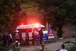 6 cậu bé mắc kẹt trong hang động Thái Lan thoát ra ngoài